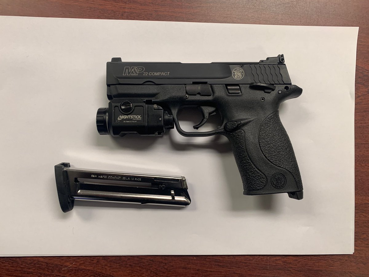 The great work continues...  Last night your Field Intel and Response Teams doubled up getting 2 guns off the street in separate incidents. One involved shots being fired at a group by the perpetrator. Thankfully no one was hurt. #nypdprotecting https://t.co/tSDTaRN9qi