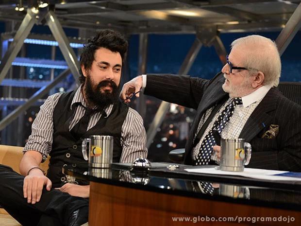70 anos de TV  Algumas das minhas contribuições (a thread):  (1/12) Tendo a barba cortada pelo Jô Soares durante uma entrevista em que eu ameacei dar um soco na barriga dele https://t.co/N5o9wtTQuO