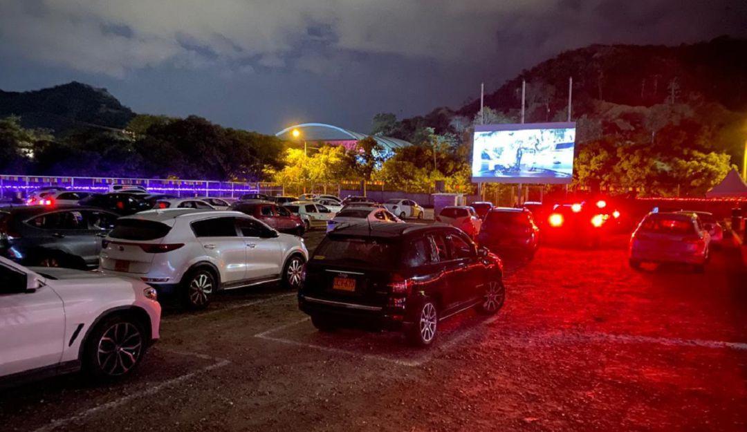 #Bucaramanga | Más de 300 vehículos ingresaron a las funciones del Cine Sobre Ruedas, en Cenfer, durante esta  semana de reapertura   https://t.co/i4YmFhrFVL https://t.co/nONafXEgFI