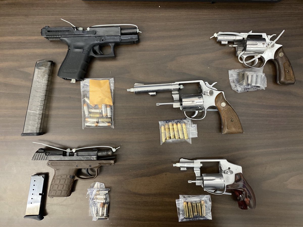 Two separate incidents in Brooklyn and Staten Island and 10 illegal guns safely recovered.   Great job by keen-eyed cops in the @NYPD63Pct and @NYPD120Pct who got these guns off the streets.   Special shout out to K9 Russel for the assist. https://t.co/4Yw8PyKaEz