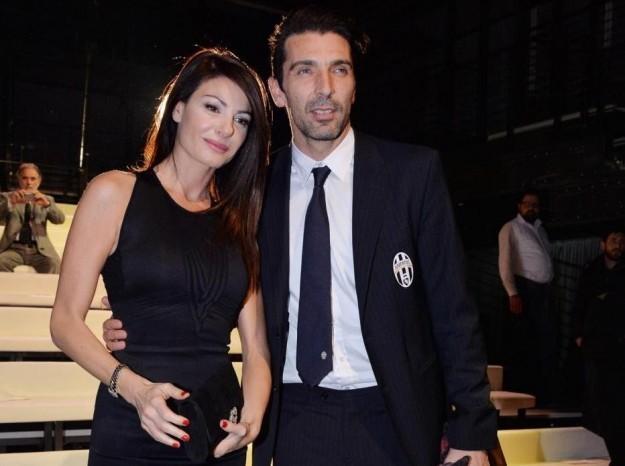 #Abruzzo #19settembre #sabato #calcio #Juventus  #IlariaDamico #Buffoncuoredoro #LAquila ha un #tifosospeciale, #Buffon compra 6 abbonamenti https://t.co/IV5xmXSF10 https://t.co/xy7ixkSm40