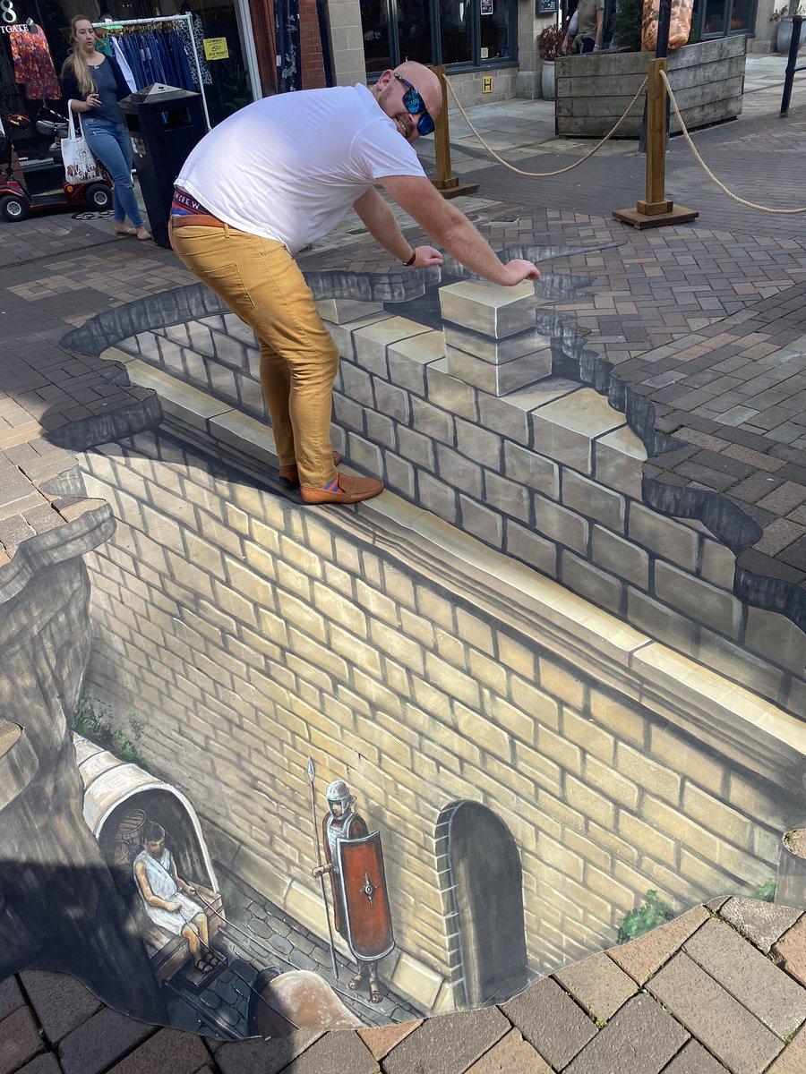 #3djoeandmax #gloucestercitycouncil #historicengland #cathedralquarter #highstreetheritage amazing art in Gloucester today https://t.co/WqXfBmJfHR