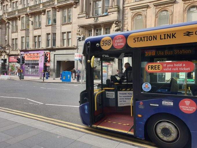 ℹ️🚌 Our Glasgow station bus link picks up and drops off passengers for Glasgow Central at the lay-by area on Union Street just outside the Co-op supermarket. https://t.co/PBXekeoyQy