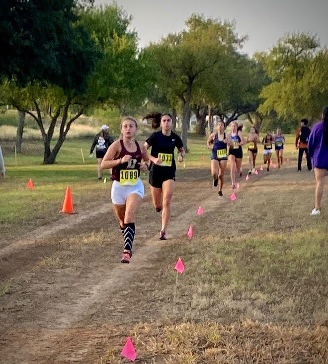 Not me getting 3rd place and running my regional time at the 3rd meet😄 #seniorszn https://t.co/rq4HdVSVKl
