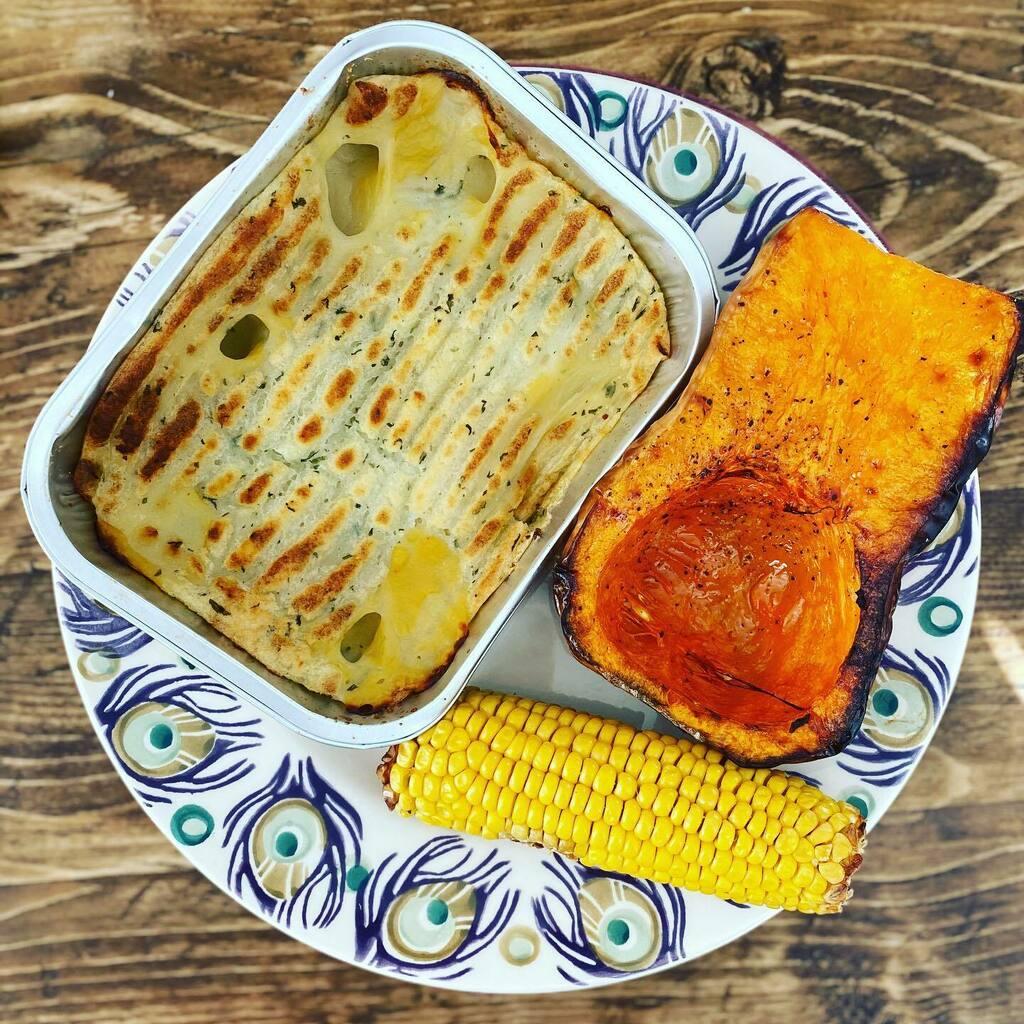 P I E A @slimmingworld fish pie with butternut squash and corn for dinner 🐟   #ifitswimsitslims #dinner #synfree #speed  #losingthebabyweight #EmmaBridgewater #tallteacher #swsupport #targetmember #MrsUrbanGiant #Boldmere #slimmingworld #foodoptimisi… https://t.co/gUCS7czmW6 https://t.co/yDukiqKbpS