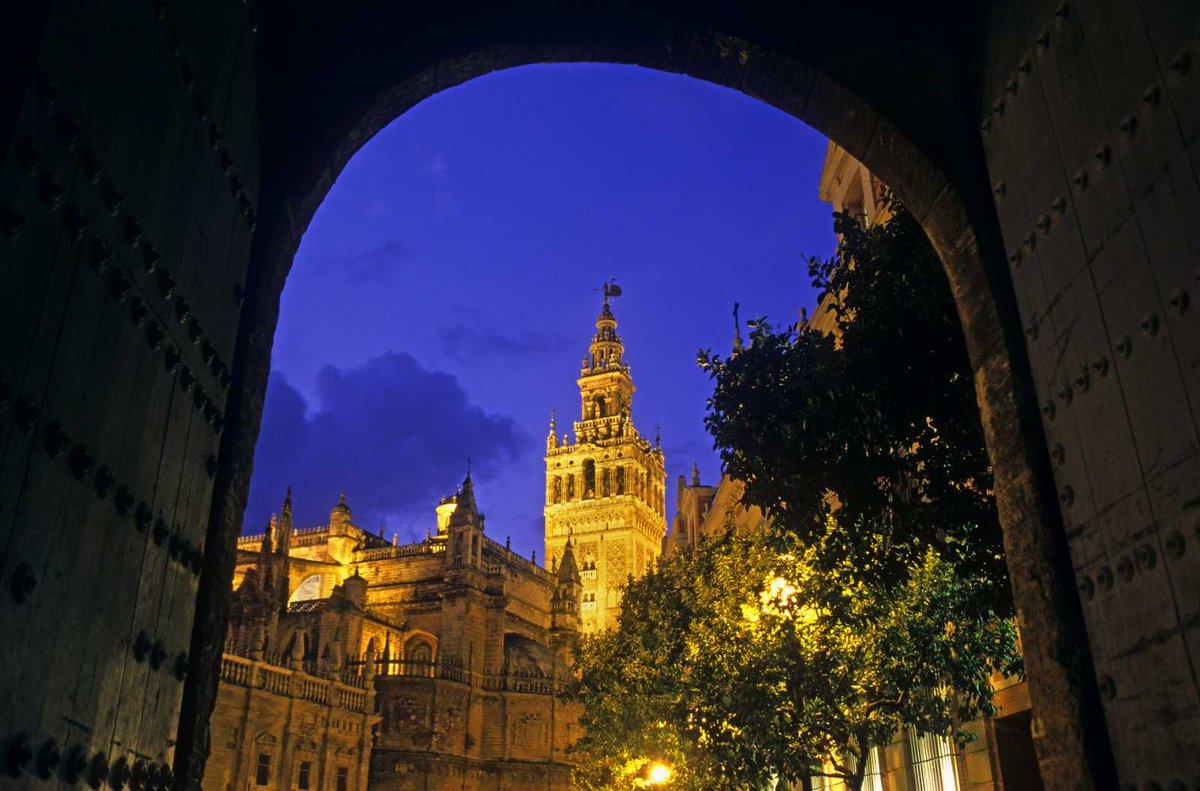 #ViveAndalucia | Sevilla y Granada, entre los 5 destinos más románticos para visitar y fotografiar en otoño https://t.co/JvZKf548W2 a través de @rtve #Sevilla #Granada https://t.co/uYerpzeYm7