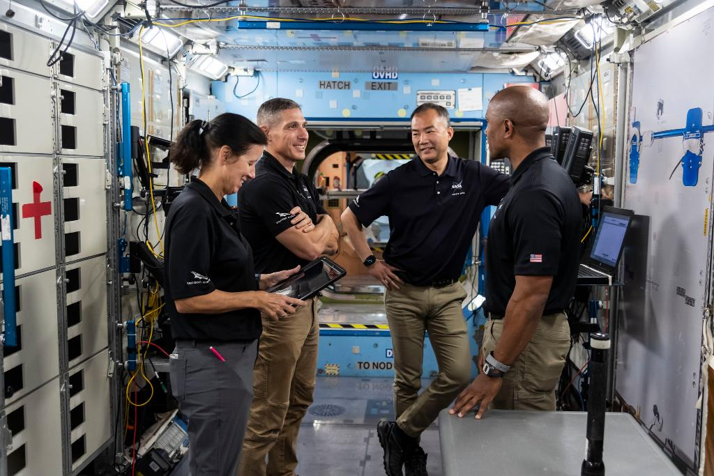 Join @NASA on Sept. 29 for a trio of news conferences highlighting the next @SpaceX Crew Dragon launch to @Space_Station.  The mission, scheduled to launch no earlier than Oct. 23, will carry @Astro_illini, @VicGlover, Shannon Walker and @Astro_Soichi: https://t.co/VUKt0RTaCR https://t.co/8a2oKLfOxt