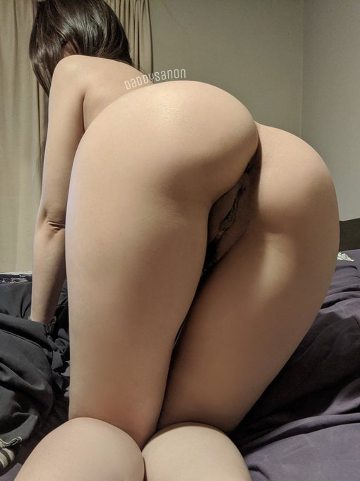 2 pic. Dick me from the front or the back 🥺 https://t.co/khz7iVIcQM