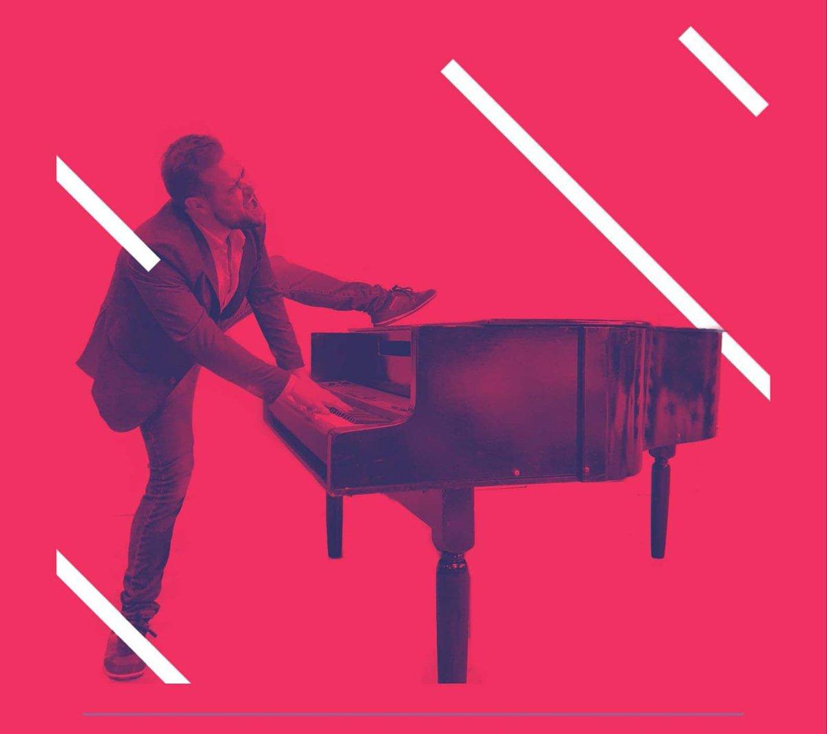 [ #FOIREDECAEN ]  Actuellement Julien Haston Michaux se produit sur l'esplanade du Hall 2 pour un concert piano jusqu'à 21h.  #FoiredeCaen #Concert #Piano #nocturne #soirée https://t.co/S6enxj2qDu