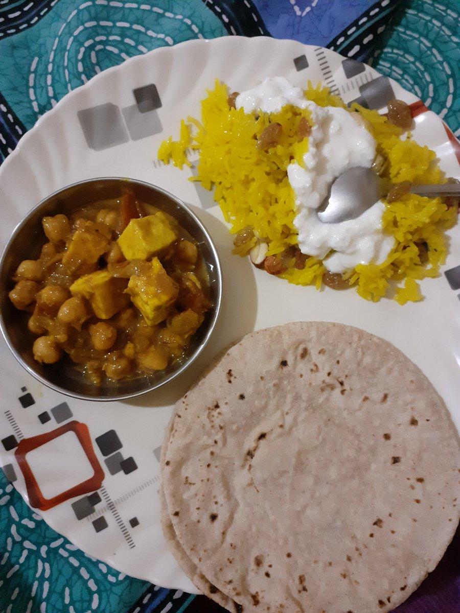 Punjabi traditional food, kabli chole, roti, jarda rice and curd..😋  #traditionalfood #punjbaidinner https://t.co/SxBES1mFF9
