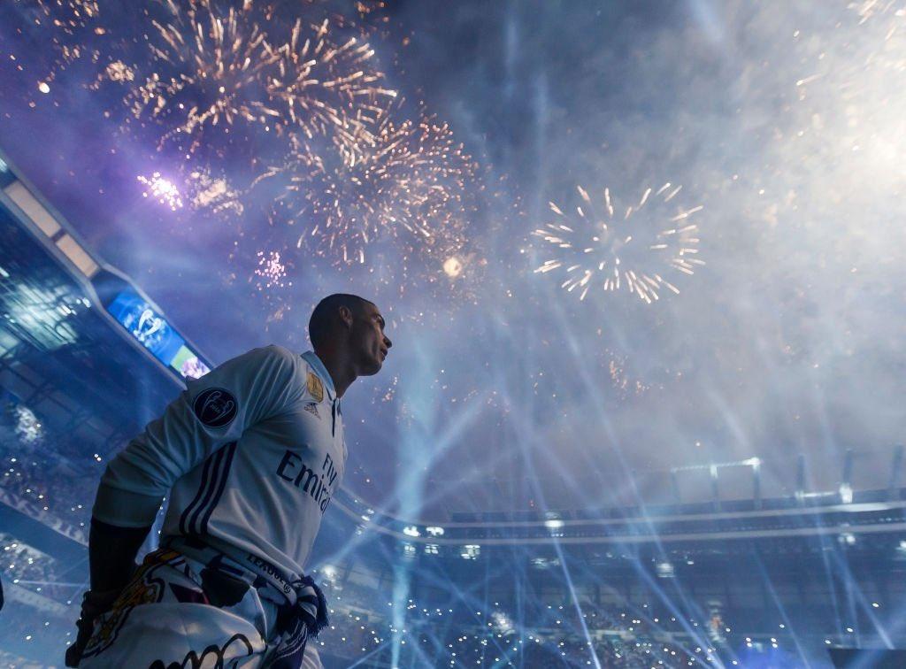 レアルのシーズン終了後のセレモニーのだけど、なんだかロナウドの偉大さがすごい伝わってくる… #CR7 #クリロナ #偉大な人物 #生きるレジェンド https://t.co/3RqcJ9s4zJ