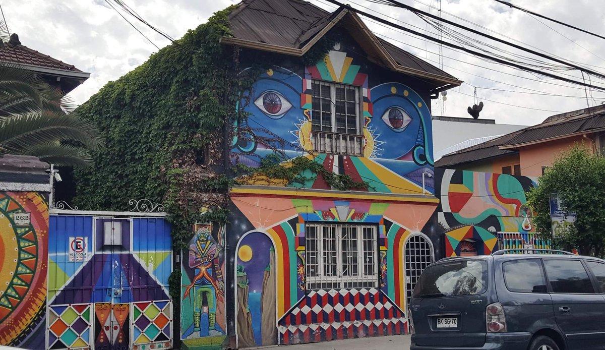 📷 Murales nel Barrio Bellavista a Santiago del Cile #Cile, autunno 2019 🇨🇱  #ImmaginiInUnTweet @CasaLettori https://t.co/RTAx9pFKG1