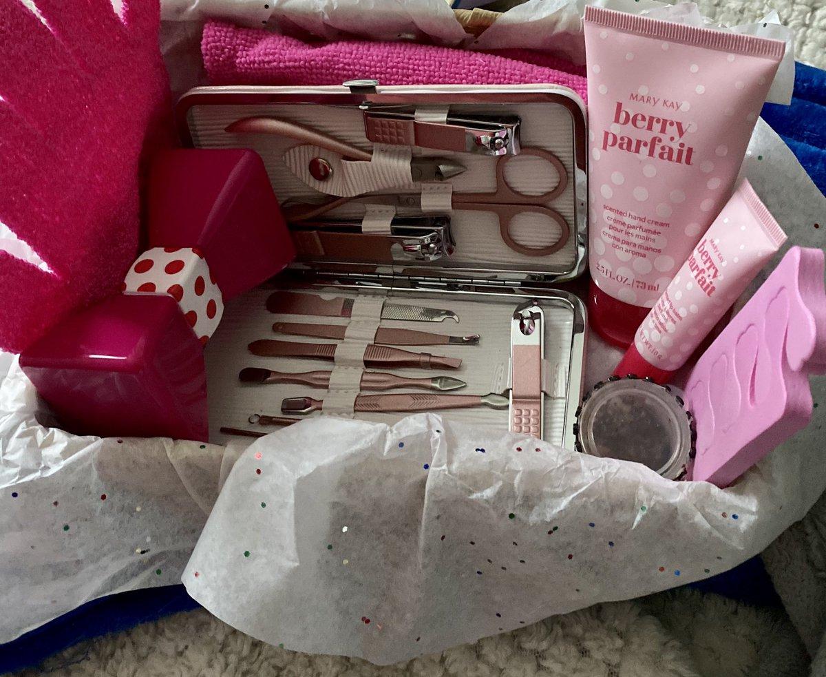 #Pink #parfait #Basket #availablenow DM me or purchase products @ https://t.co/lmZpf2NeHT https://t.co/dyERLJK4UI