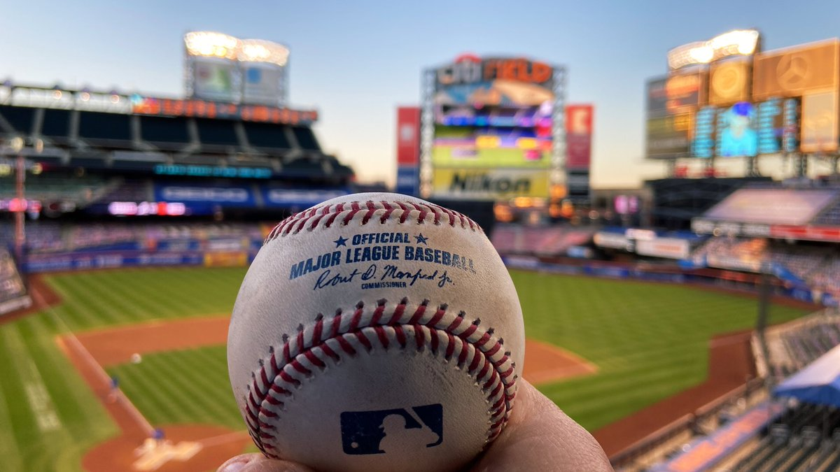 ⚾️ Get a piece of the game! ⚾️  For every 500 RTs this gets we'll give away a game-used baseball from this season courtesy of @Citi. #THXMetsFans https://t.co/NSdb4piTgo