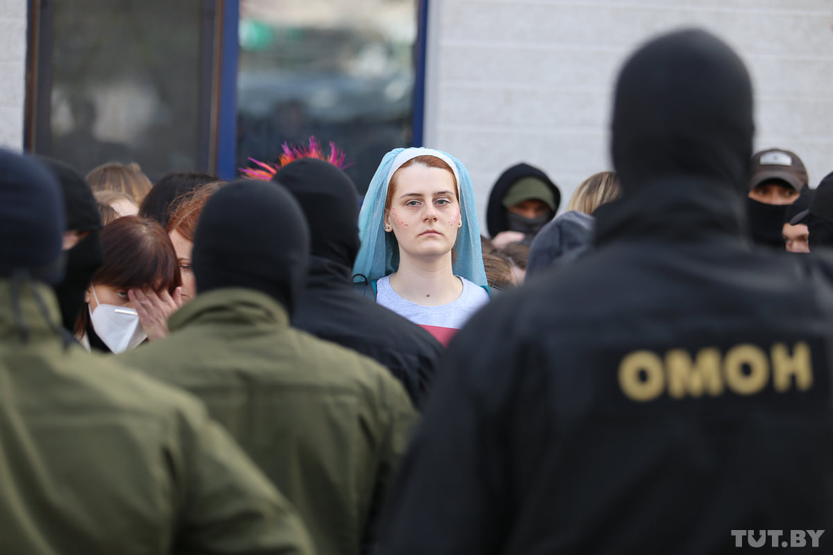 More than 390 people, primarily women, were detained today. Police were literally taking everyone who was on the street. Some women were injured, several lost consciousness. The regime is getting less and less human. And it's very sad but predictable that Kremlin are backing it. https://t.co/XVUZwEFKTF