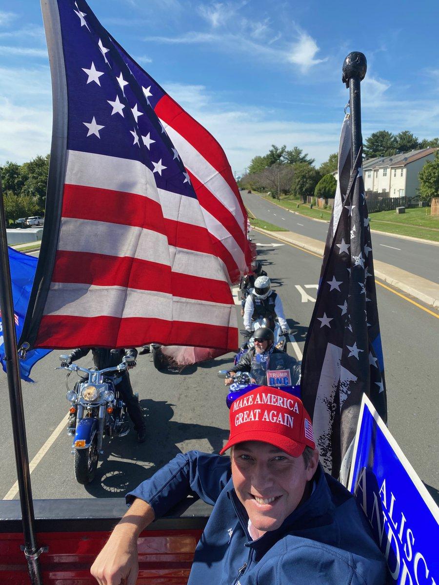 Honk if you want to re-elect @realDonaldTrump this November! #FourMoreYears 🇺🇸