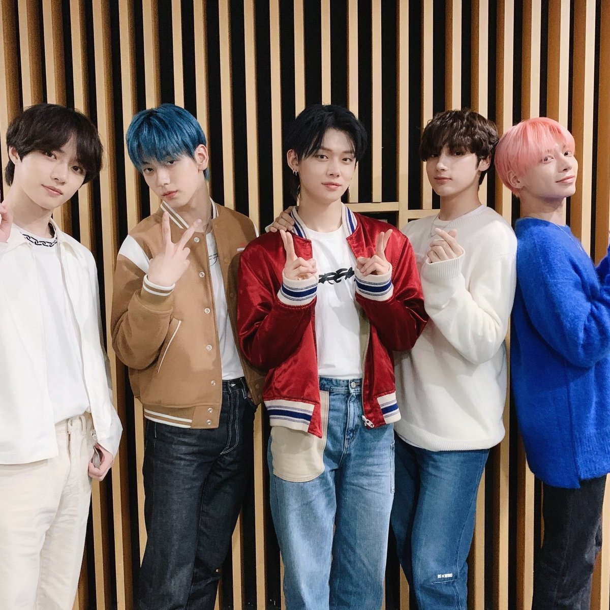 #NuevaFotoDePerfil #TOMORROW_X_TOGEHTER  #TXT #MOA 💛💙💛💙💛 https://t.co/C9BF84Cwxi