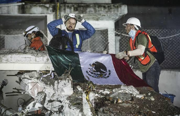 Este día recordamos a las víctimas de los sismos de 1985 y 2017. En ambos casos, la sociedad mexicana mostró lo mejor de sí, con ejemplos de solidaridad entre vecinos e incluso desconocidos. https://t.co/Ot9mxuEzd0