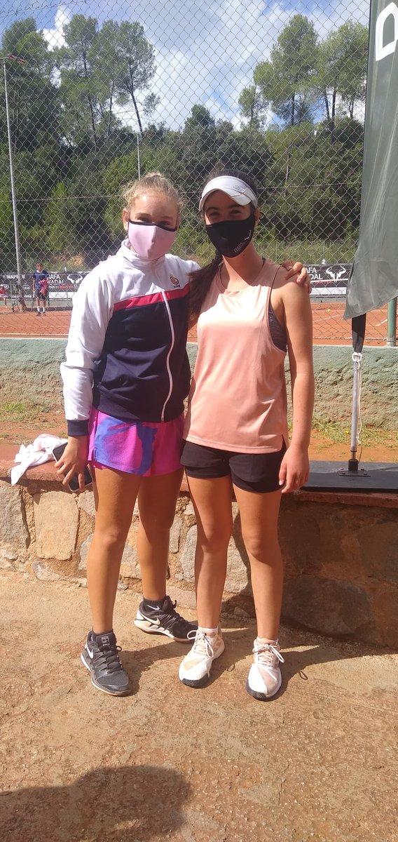 🤝 Rivales en la pista pero amigas fuera de ella.  ✅ Selena Romero puede sonreír porque disputará la final Sub12 del #RafaNadalTour que se celebra en Valldoreix.  👏🏼 SORT‼️ 💪🏼 #IBteam https://t.co/AsxaOfEvWG