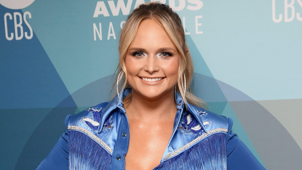 Miranda Lambert wows fans at 2020 ACMs with acoustic performance of hit 'Bluebird' at Bluebird Cafe: 'Iconic' https://t.co/S3dsvrxffY https://t.co/nCLCxwAEEH