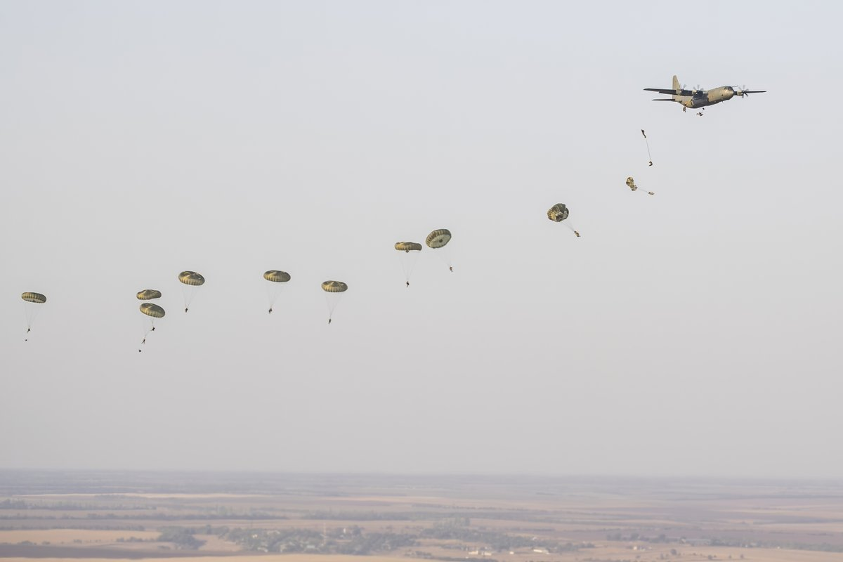 RAF Hercules transport aircraft from @RAFBrizeNorton enabled a historic first jump into southern Ukraine by over 200 British paratroopers this week. Read more: bit.ly/2Eh1mER