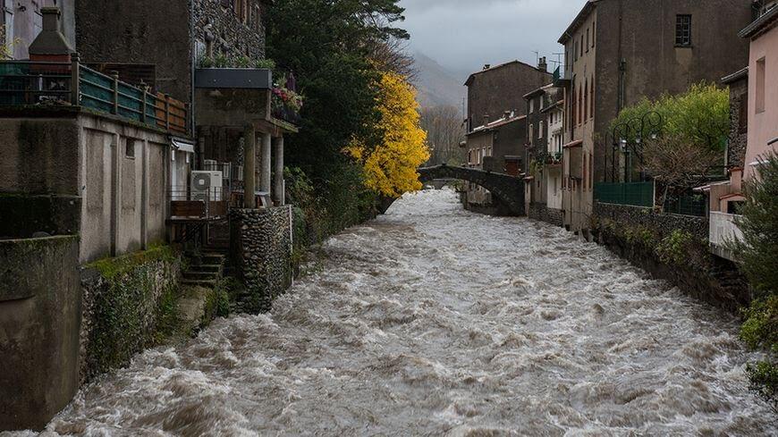 Estas son algunas de las imágenes que nos deja este fuerte temporal en #Valleraugue, #Francia   @el_tiempohoy @tiempobrasero https://t.co/OtJydo4HRI