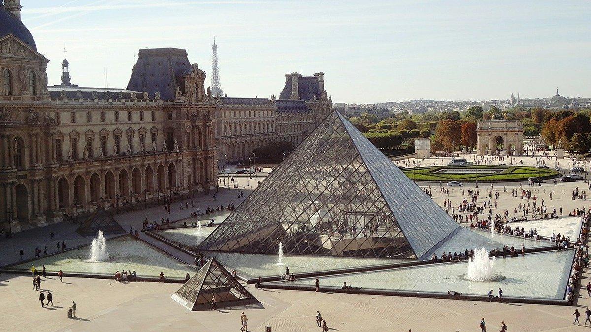 En #Francia, el #Louvre, el museo más visitado del mundo con cerca de 10 millones de visitantes, ha sentido una caída de en torno el 80 % del público.   En julio solo tuvo 220.000 visitantes y en agosto 330.000. Todavía no ha desvelado las pérdidas. https://t.co/m1abCVeiO5