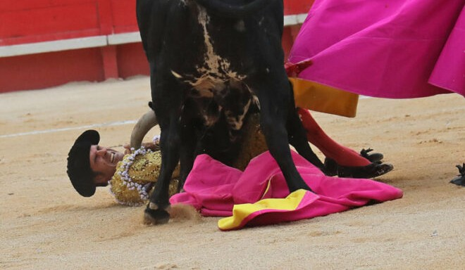 ➕ NIMES ➕  Emilio de Justo al borde de la tragedia en Nimes   #Nimes #Francia #DeJusto   https://t.co/nNmPMdAUdG https://t.co/yVHCBpoVcg