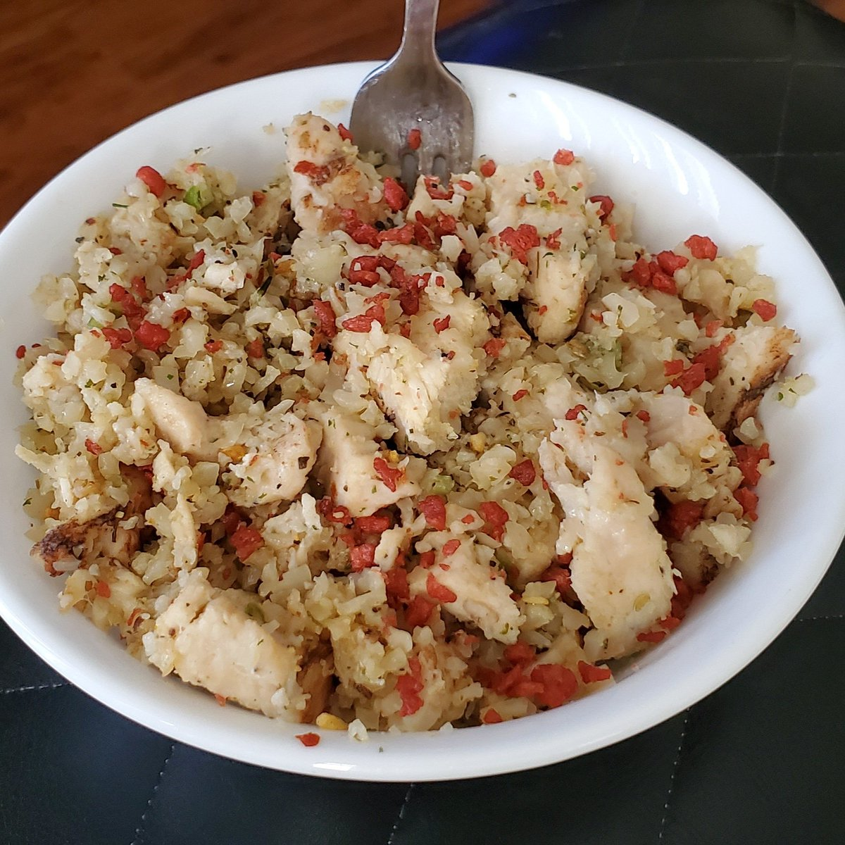 Grilled Chicken w/Riced Cauliflower and Bacon Bits...  #NomNom #Keto #Itswhatsforlunch🍴 https://t.co/Y5jPOy74Zx