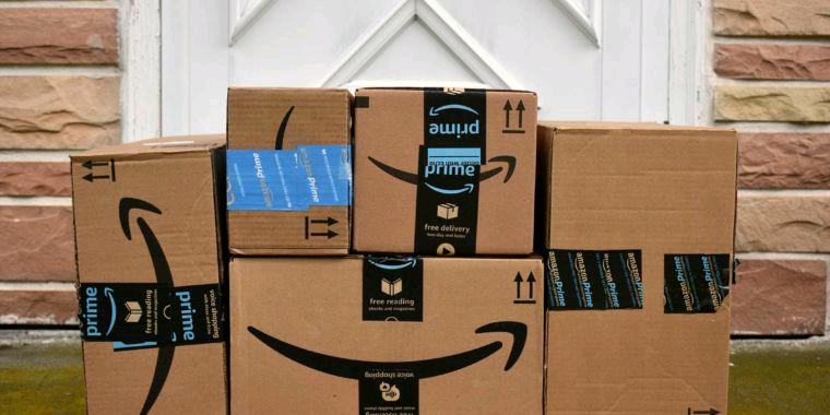 $100,000 in bribes helped fraudulent Amazon sellers earn $100 million, DOJ says  🛒 Bribes to Amazon workers also helped sellers get rivals' accounts suspended.  #techradio 📻 #ecommerce https://t.co/ocQm37WZ92 https://t.co/dBKHQTFkLm