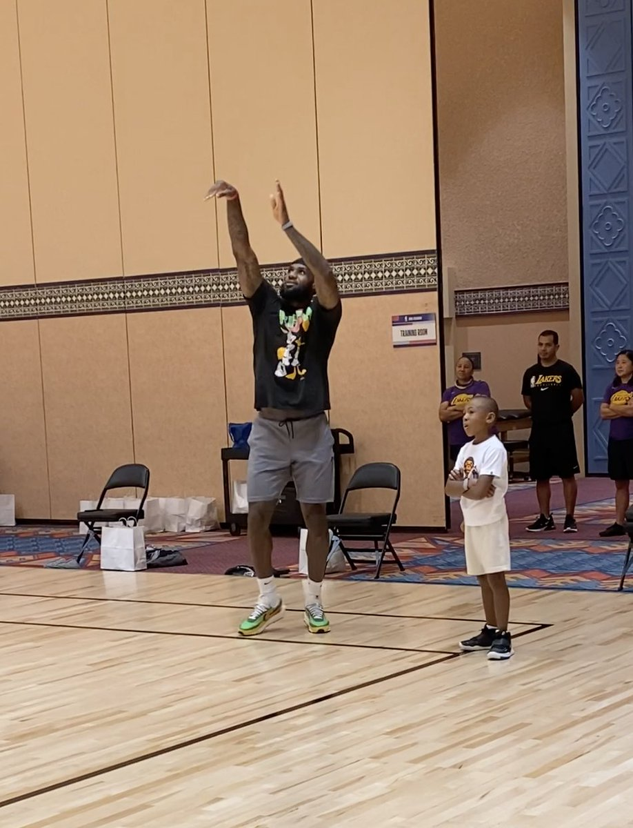 Bron getting up shots in the Nike Sacai Waffle with Dion Waiters' kid in his ear 😂