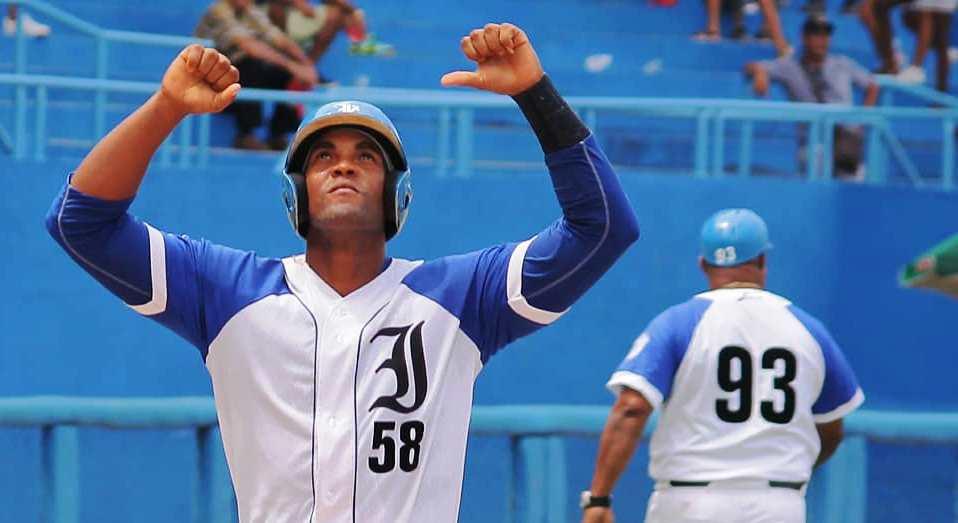 9️⃣⬆️ | JONRONAZO de Lisbán Correa con uno a bordo para darle un vuelco marcador #Leones💙 ⚾ #60SNB 🇨🇺  ✔️ Su quinto de la temporada  #IND 🦁 2-1 🐴 #GRA  @LaIndustriales  @golrenier  @noroseng  @ReynierBatista  @JesuscubaMM89 https://t.co/qIpCPbFYgo
