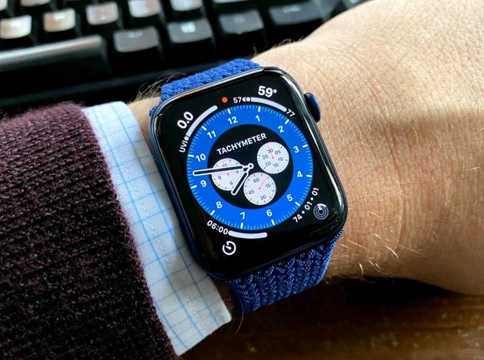 Here's a first look at the new high-end Apple Watch and what you need to know about it  #techradio 📻 #wearables https://t.co/FRbqxLyPKZ https://t.co/vMlgOMktr1