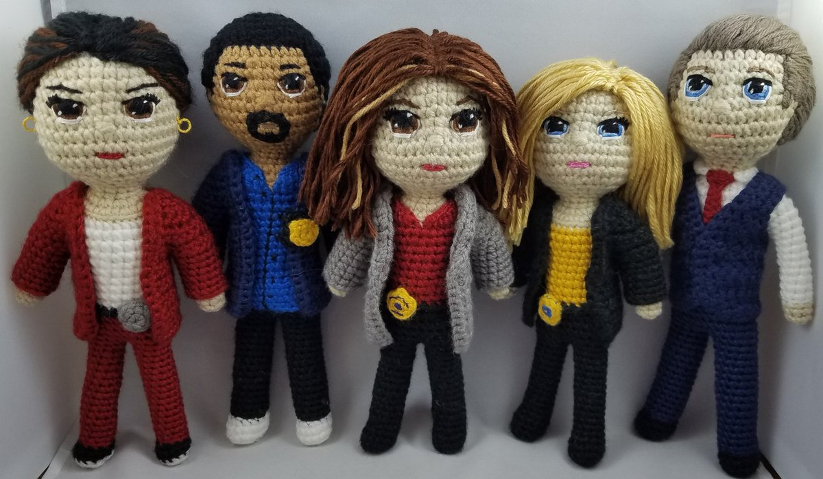 Have you ever wondered what would happen if an #SVU fan learned how to crochet during a pandemic? 😆  @Mariska @KelliGiddish @FINALLEVEL @JGHyder @PeterScanavino @JulieMartinSVU @warrenleightTV https://t.co/gOC6ftnhUV