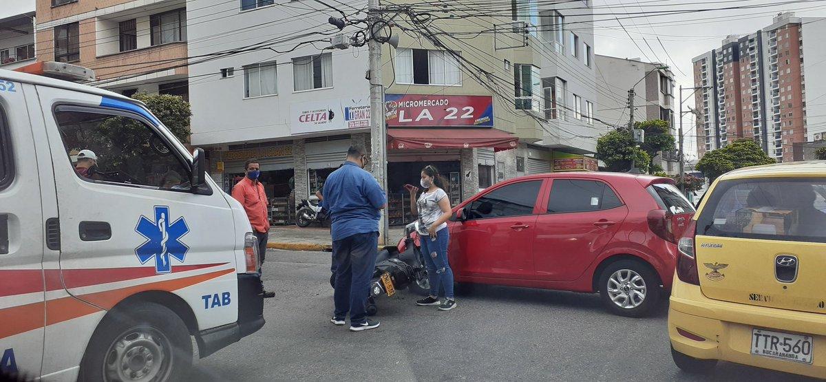#OleMano Tráfico lento en la Carrera 22 con Calle 55 por accidente que lamentablemente deja lesionado 🚴♂️🏃♀️🚗🏃♂️🛵🚑  #Santander #Bucaramanga #Colombia #pandemia #AccidenteVehicular #accident 🛵🏃♀️🚗🚴♂️🏃♂️🚑 https://t.co/QeVvUOGeLg