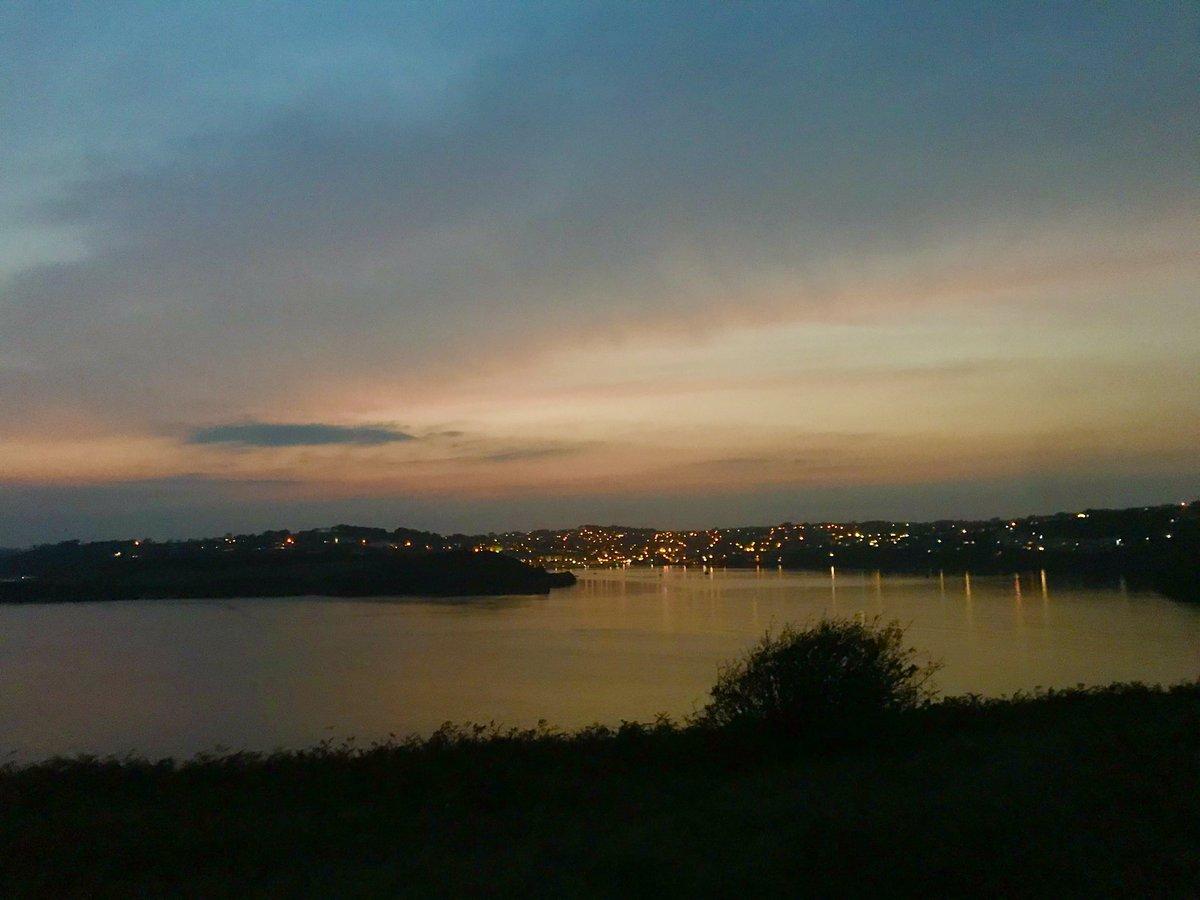 Even at dusk you're really pretty! ✨  #Kinsale https://t.co/j2KrZmpbse