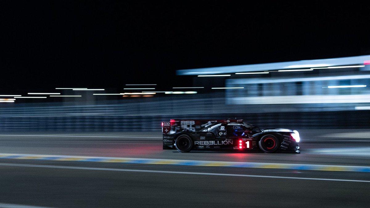 """Quando começou a corrida em Le Mans, deram 50% de chances de chuva.   É o popular """"ou chove, ou não chove"""".   Já se foram quase 15 horas. Não choveu. #LM24 https://t.co/IxxrBnN1ig"""