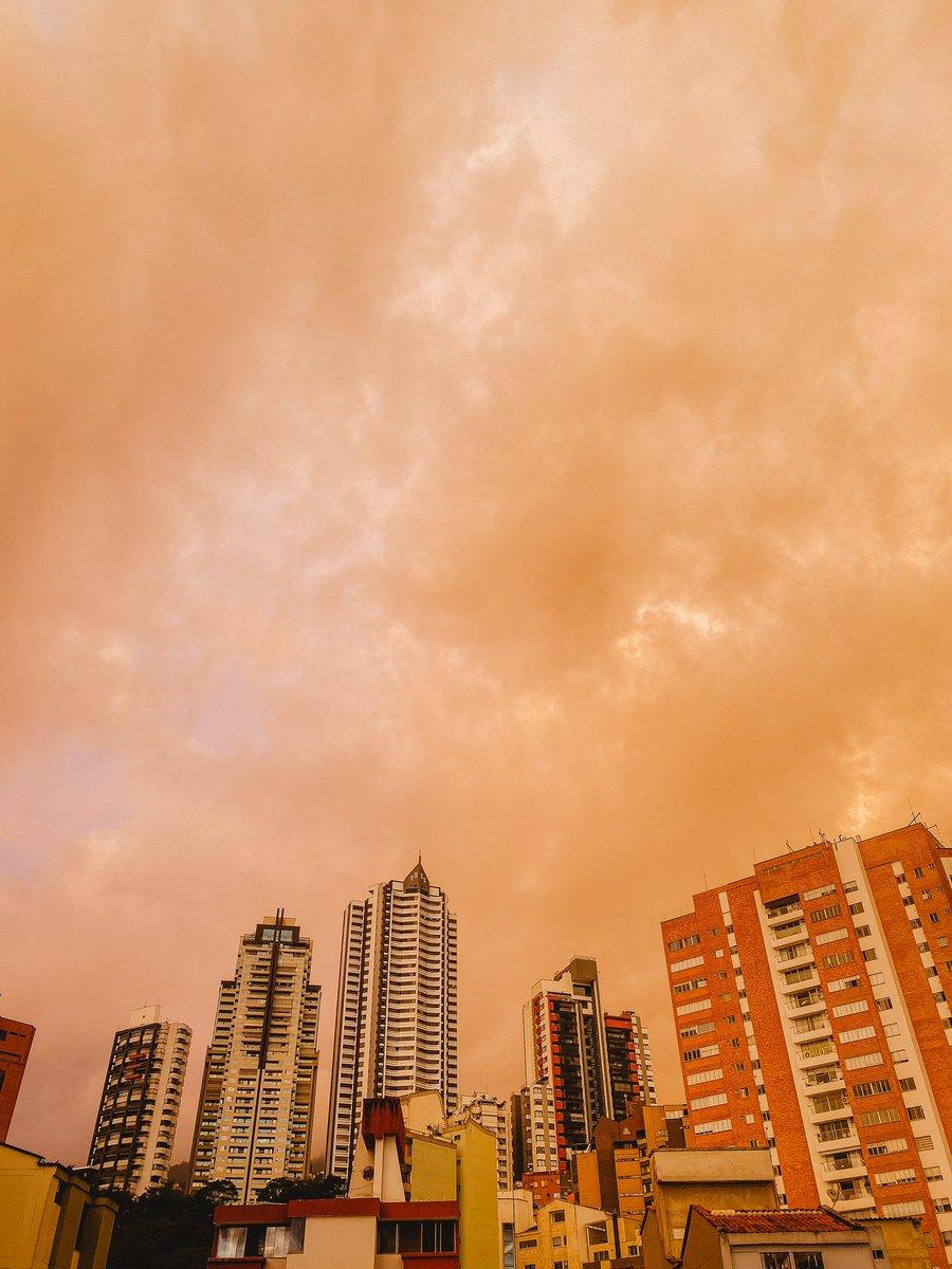 Golden hour at #bucaramanga. https://t.co/MHTBJsviBL