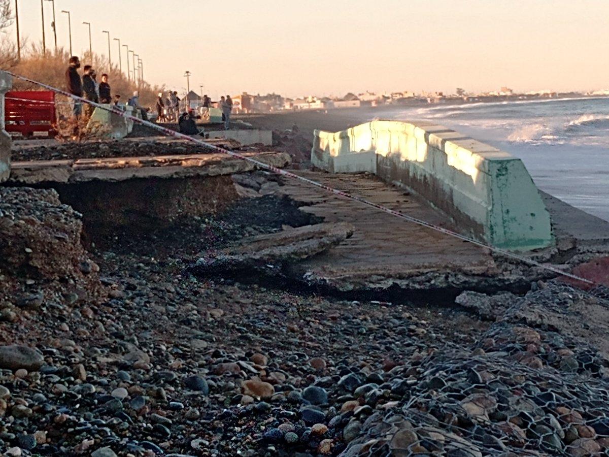 Imágenes de este sábado de los daños en la rambla de @PlayaUnionRW luego de la marejada del viernes por la noche. https://t.co/h5plxTsOZO