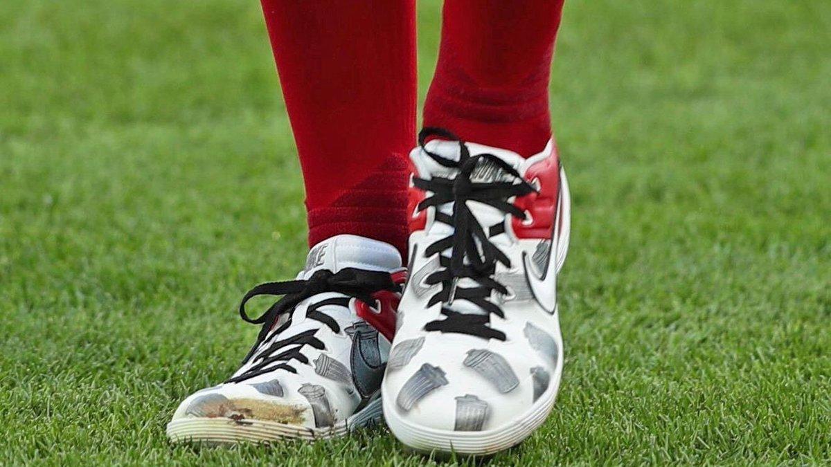 Trevor Bauer's cleats tonight🧐 (@Reds) https://t.co/zz1YGaP91M
