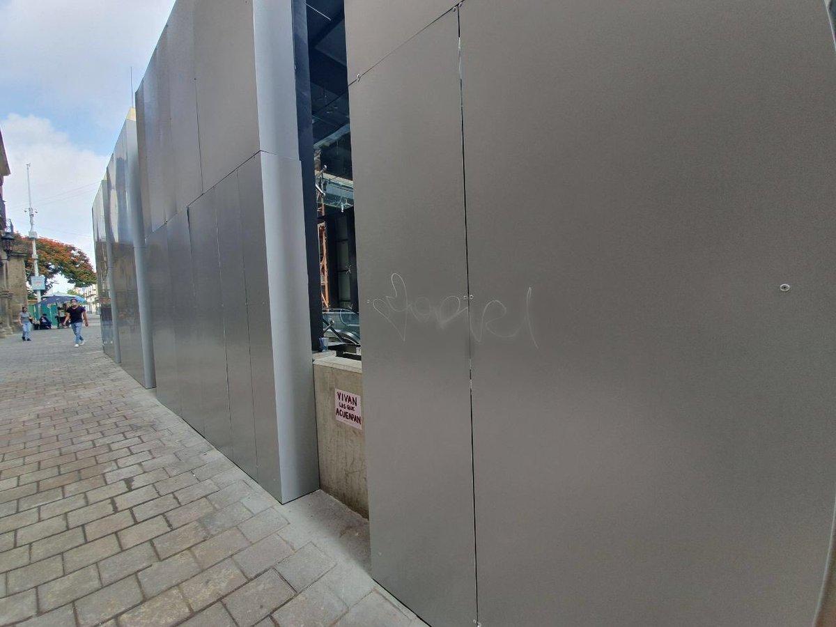 Es lamentable ver cómo algunas personas aprovechan una falla para vandalizar las instalaciones y trenes de la #Línea3. Con ello solo perjudican al resto de los usuarios debido a que hay que concentrarnos en la limpieza de las unidades. https://t.co/BjlJnccLSN