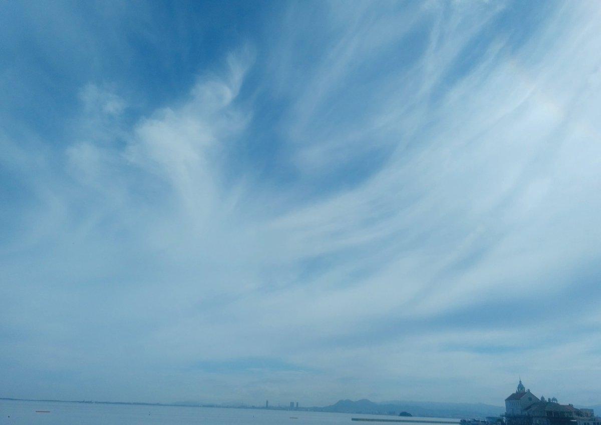 今日は空の日と聞いたので、ひと月以上前の夏空を  #空の日 #空の写真 #雲の写真 #海のある生活 #海の写真 #福岡市 #百道浜 #8月 #夏空 #skylover #skyscape #skypainters #cloudscape #august #fukuoka #summersky https://t.co/FAe6jEfvgl