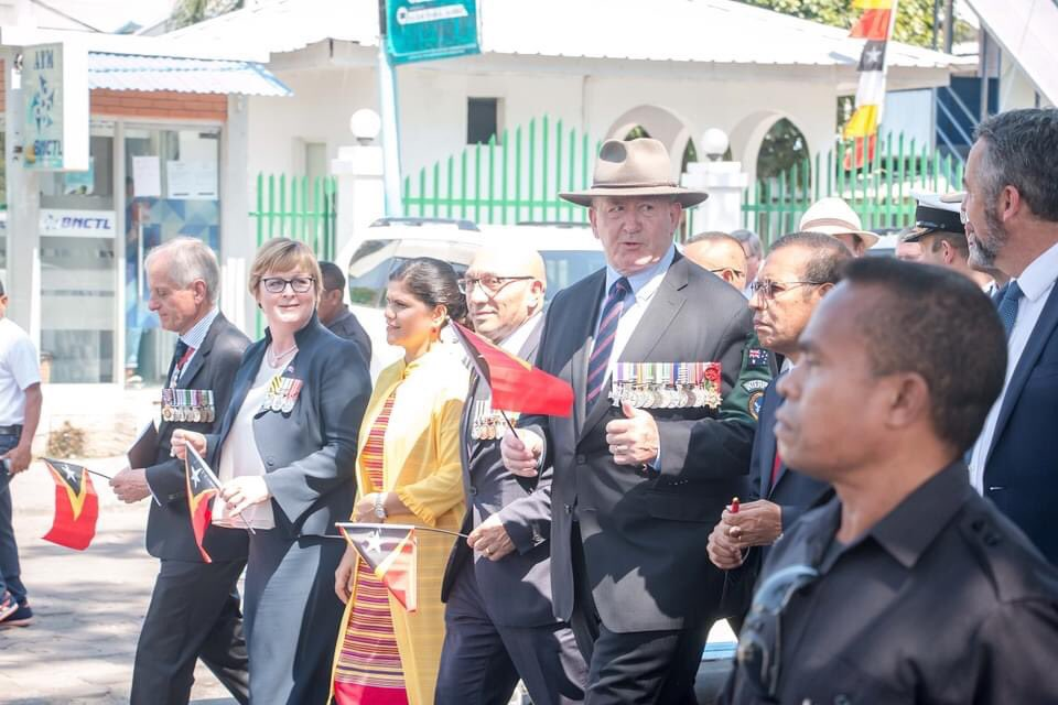 Today is 21 years since INTERFET deployment to #TimorLeste. Last year 🇦🇺's Defence Minister @lindareynoldswa Veterans Affairs Minister @DarrenChesterMP + former Governor General Sir Peter Cosgrove visited 🇹🇱 to recognise shared history, veterans links + cooperation @DeptDefence https://t.co/KJq5roC66P