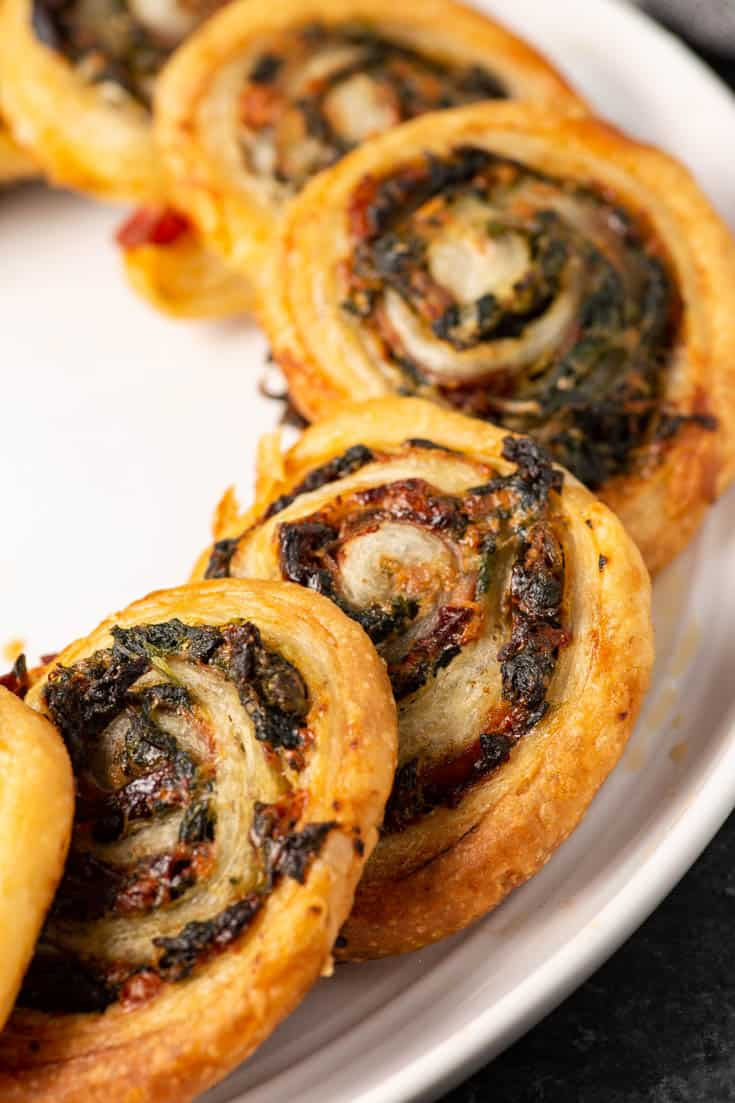 Sports are back which means it is time for our favorite thing...appetizers! Specifically these spinach and prosciutto pinwheels. https://t.co/VnWjVtktH1 #food #foodblogger #recipe #yummy #spinach #prosciutto #appetizer https://t.co/CG9fyaGb2Y