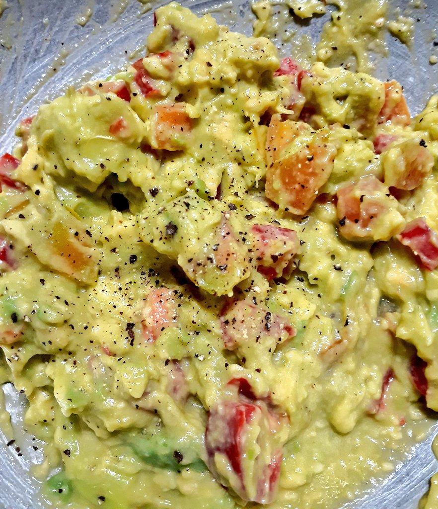 Guacamole y arepa con frijoles negros y guacamole #vegan https://t.co/HX6poT7BrW