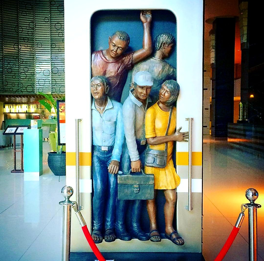 """Every human is an artist.  The dream of your life is to make beautiful art. -DMR- A great """"On The Train"""" art installation at Swiss-Belhotel Mangga Besar, Jakarta.   Thank you for sharing: @aghoenkws  #art #artist #love #artwork #beautiful #style #swissbelhotelmanggabesar https://t.co/dWqiUT0udN"""