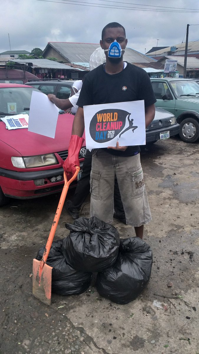 World clean up day Was Fun with @THyouthvoices . We took to the streets to create awareness on a pollution free environment and played our parts @EarthDayNetwork #WorldCleanupDay #GreatGlobalCleanup #PloggingNigeria #TrashTag #Plogging #THA2020 #MeandtheSDGs #WorldCleanupDay2020