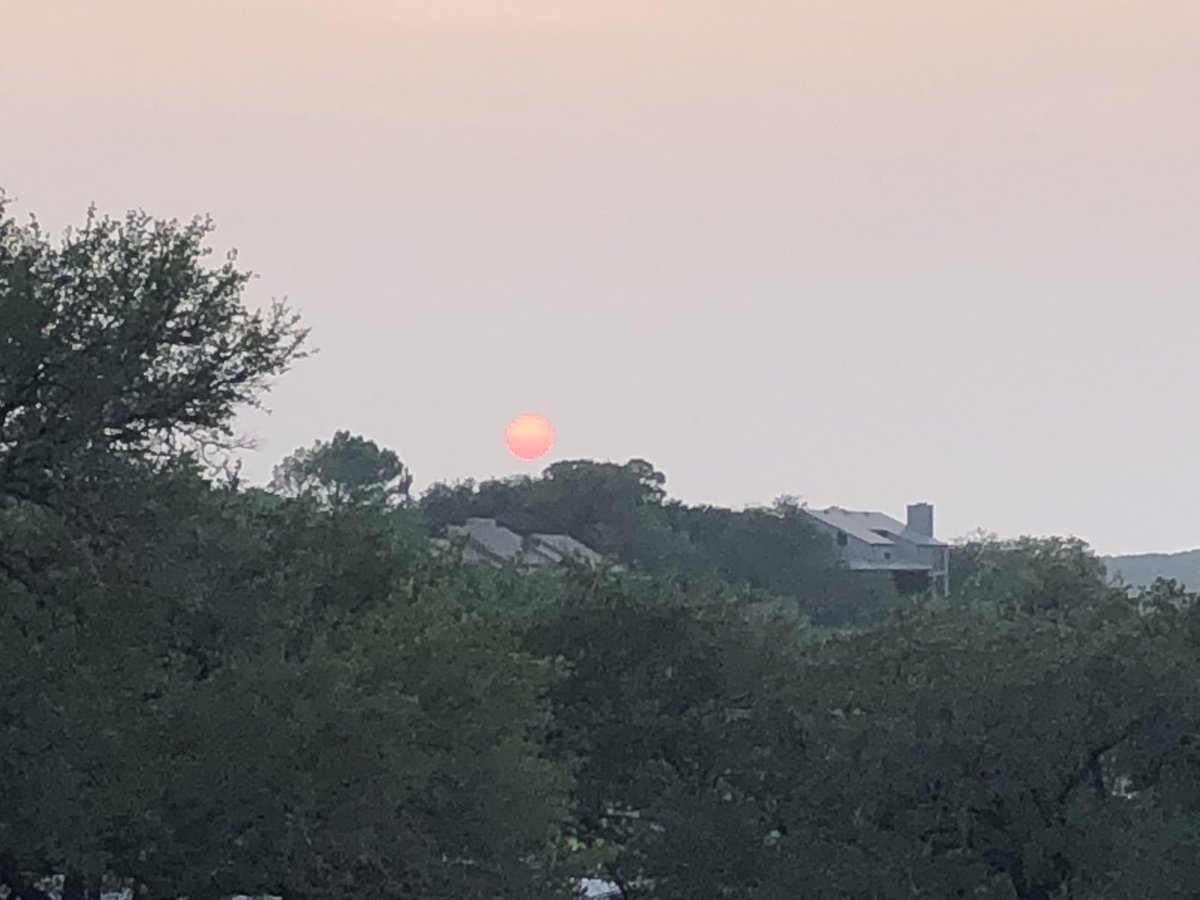 Smoky sunset skies - haze from Western wildfire smoke made for this #atxsunset from Phil Gustafson in Lago Vista. #atx #atxwx #cbsaustinwx https://t.co/ZxtbaCBwj2