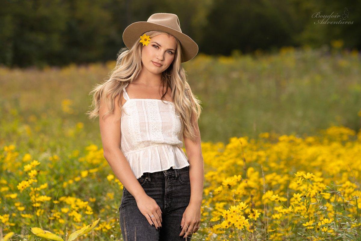 Summertime slipping away ©2020 PhotosOnCall - All Rights Reserved (Brian Hanna) Model: @madisonnkarnow * #boudoiradventures #photoshootadventures #photosoncall #agameofportraits #girlsofsummer #denim #bralette #hat #indianajones #fitness #blonde #beauty https://t.co/L0DXCVYXAb