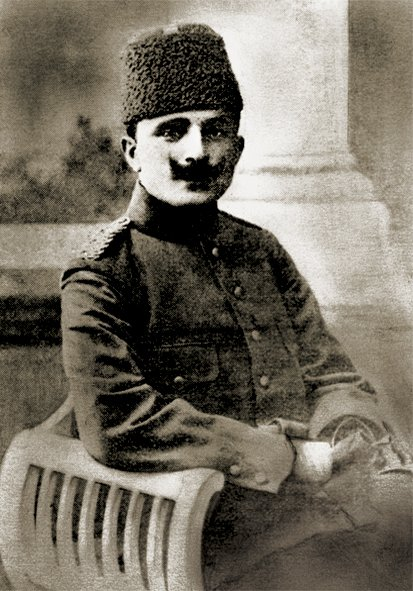 Tonight, @LouiseBryant_17 and I had a delightful dinner with Enver #Paşa, from #Turkey. A key figure  in the new,  #YoungTurks  Revolution in the former Ottoman Empire. The lure of Capital to oil weighs heavy. We're thinking of taking in a Ballet this week. #1920LIVE☭ #Moscow https://t.co/I1ITba90lF